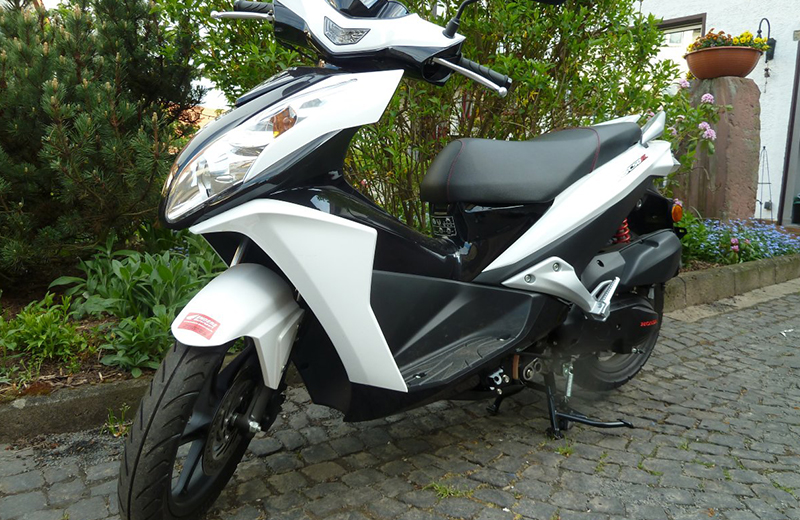 Motorradführerschein Motorrad weiß
