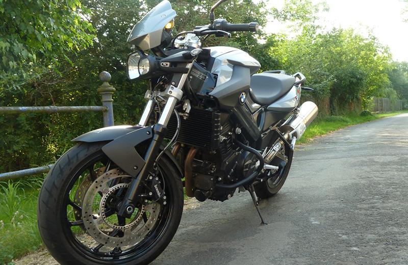 Motorradführerschein Motorrad schwarz